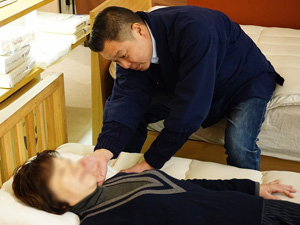 オーダーメイド枕で首コリ解消