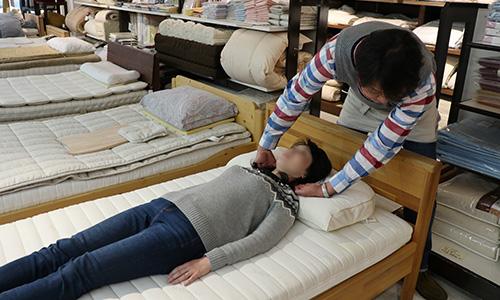 オーダーメイド枕のフィッティング